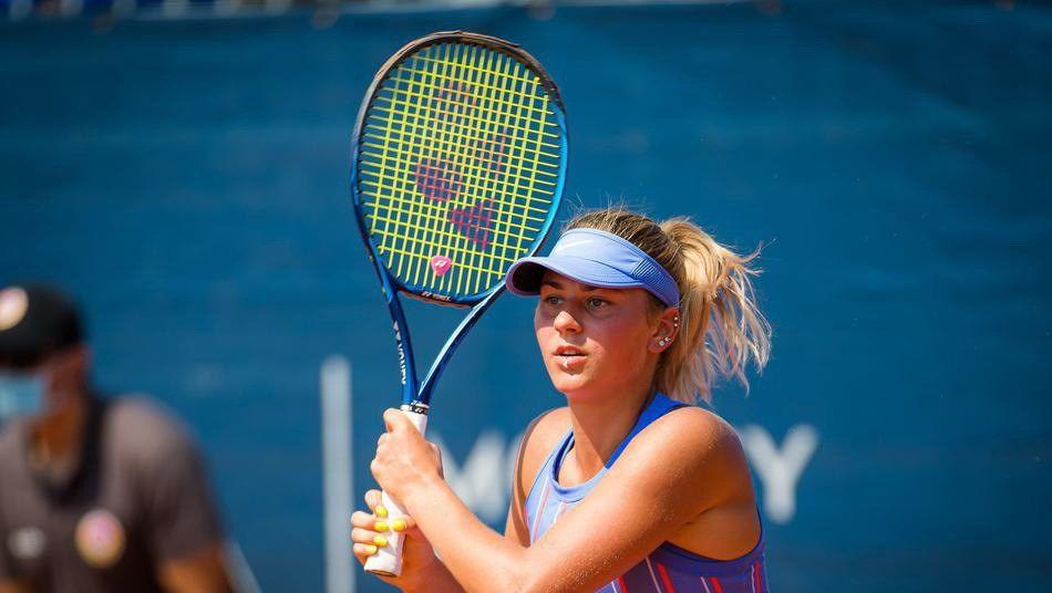2020年WTA布拉格公开赛资格赛,科斯秋克2比1淘汰马汀科娃
