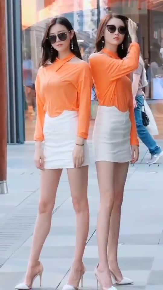 双胞胎姐妹,你觉得哪个更苗条。