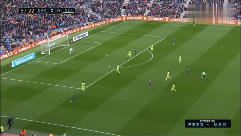巴萨闷平7分领跑,一场守门员表演赛,梅西倒地后被猛踹胸口