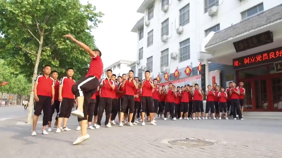 武校学生散打腿法训练!