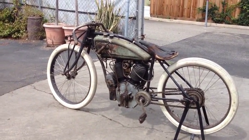 1916年的摩托车,不看发动机,还以为是自行车