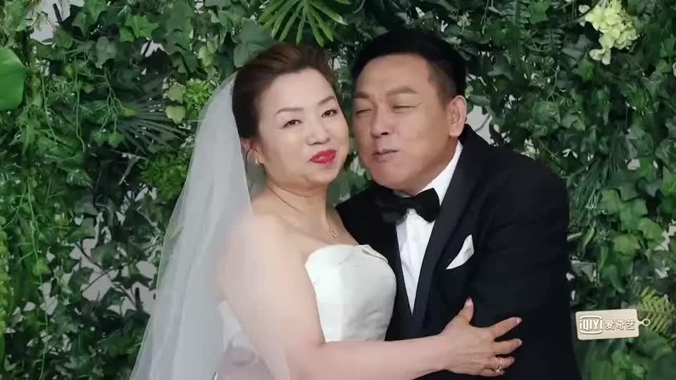 魏大勋给父母补拍婚纱照,幸福溢满屏,这个儿子没白培养!