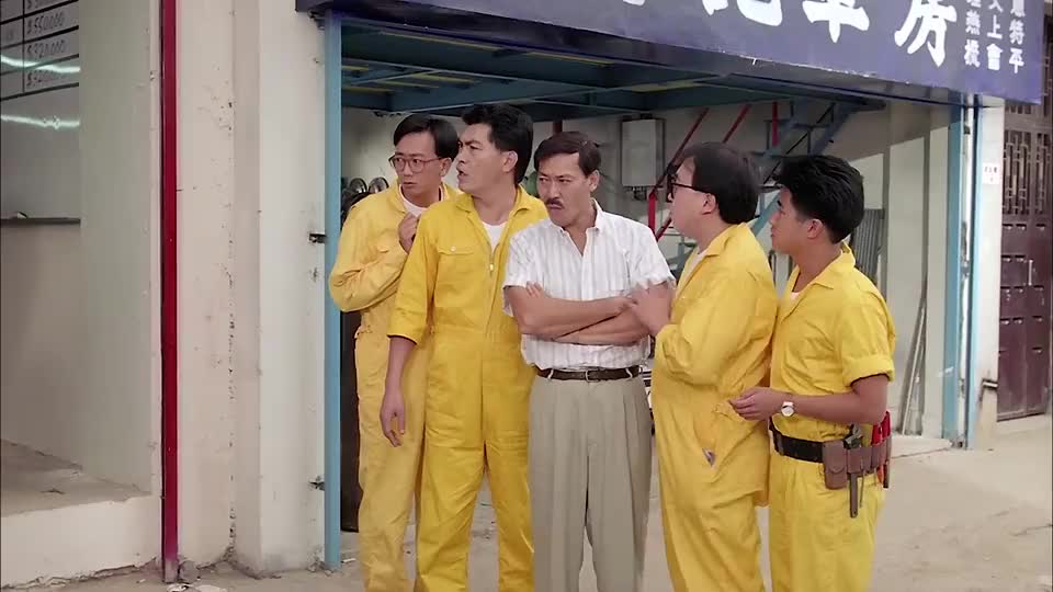 坚叔听信华仔谗言改行做海底捞火锅,结果生意差到菜刀上都是苍蝇