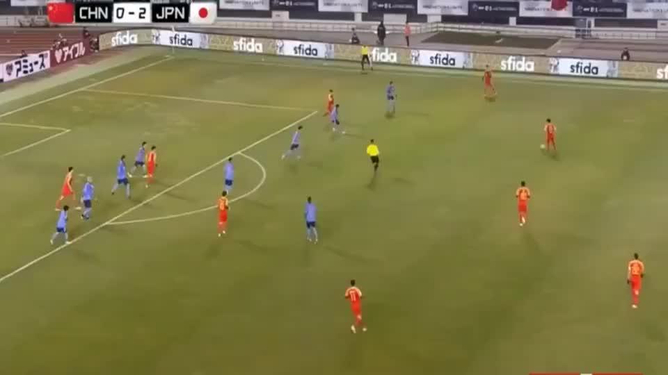 足球:当年东亚杯董学升头球破门扳回一球,中国男足1-2落后日本