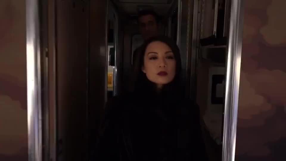神盾局特工:特工们为执行任务,全都卧底上了一辆火车,场面滑稽