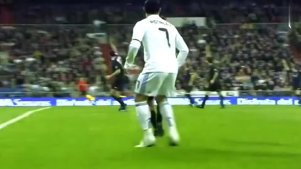 脚下有磁铁 足坛巨星们的逆天停球,国足什么时候也能这样玩