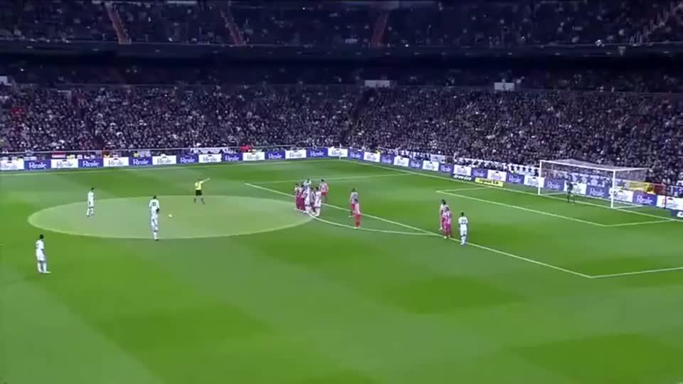 足球:当年C罗在皇马这脚任意球,库尔图瓦坐在地上怀疑人生