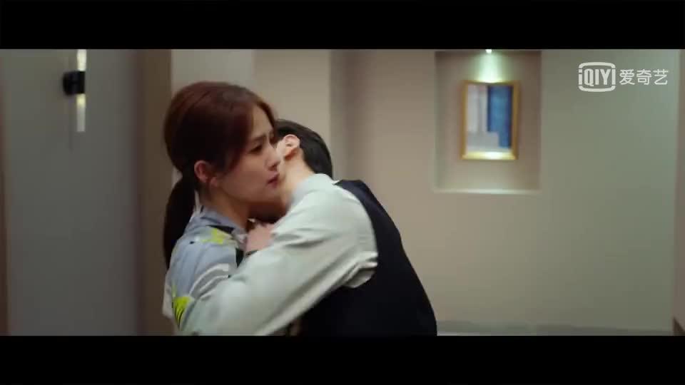 李小川看到袁帅和江君亲亲的表情也是太可爱了!