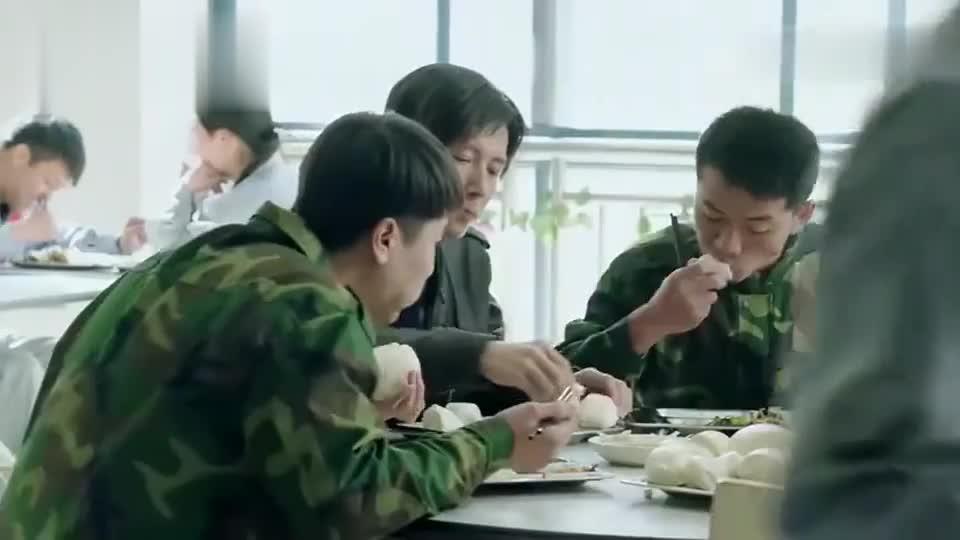 陈江河请来4个技术员,要把饭堂吃穷了,江河却还让老夏好生招待