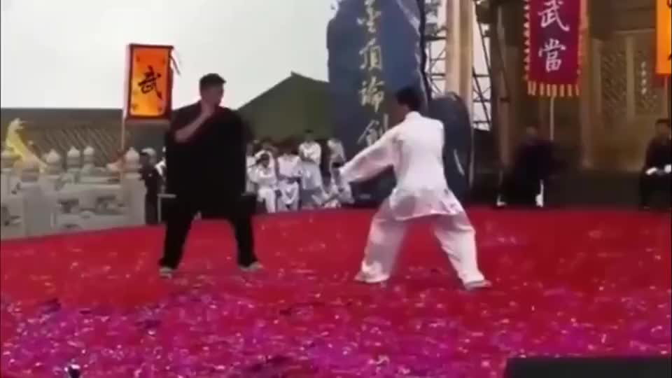 美如画!峨眉武术大师PK民间散打高手,就问你服不服?