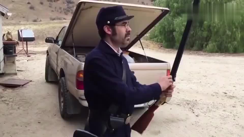 胡子大叔靶场试射斯宾塞连珠枪,这种上弹方式实在让人惊讶