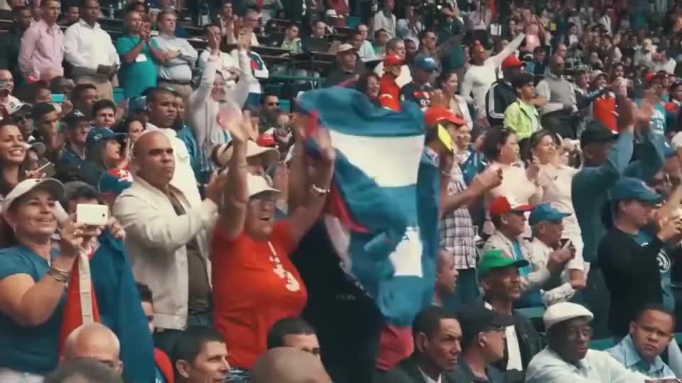 奥巴马夫妇在古巴看棒球比赛,欢呼的样子太接地气了!