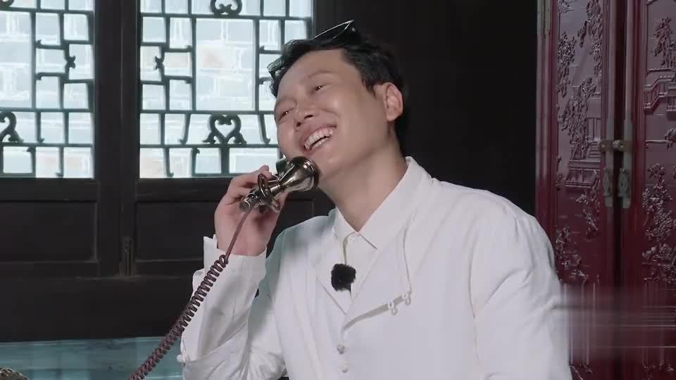 德云斗笑社:前方高能!孟鹤堂演接电话戏,被周九良揭短