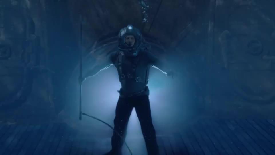 潜艇需要巨大电力启动,强森用鱼叉叉电鳗引电,潜艇瞬间启动