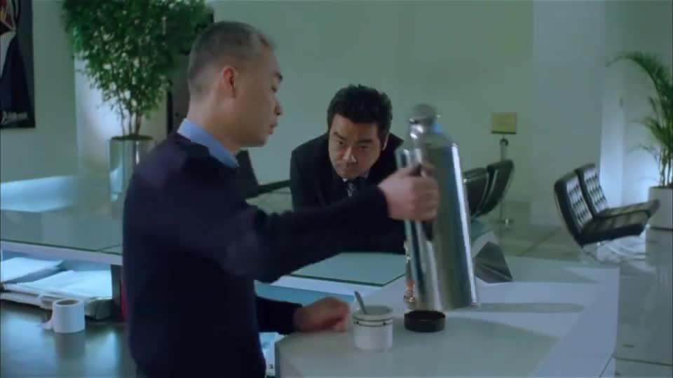 暗战:刘青云用一包奶粉,轻松破解了门禁密码!