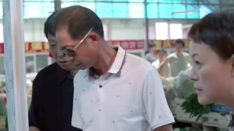 大丈夫:菜市场遇到意中人,大龄女婿看出岳父心事,故意撮合两人