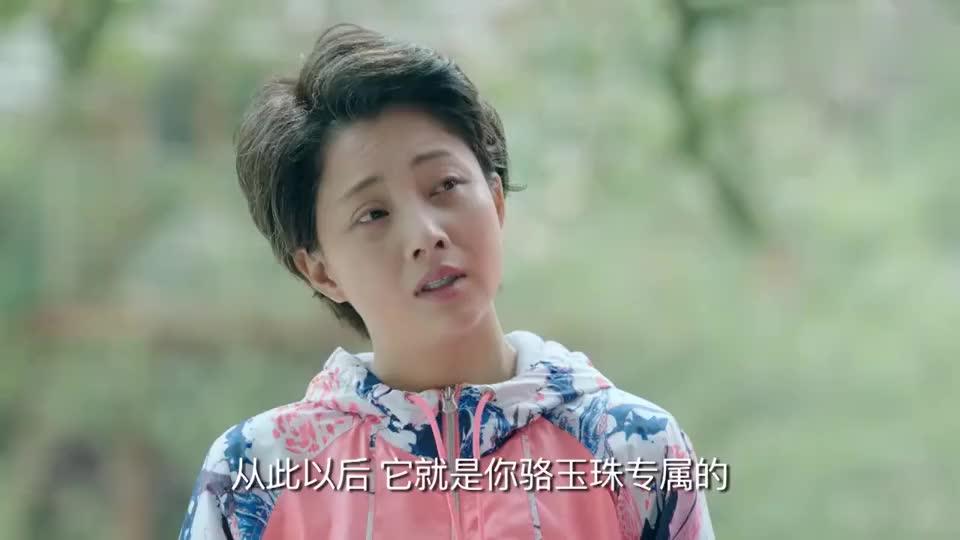 鸡毛飞上天:陈江河搭树屋,谁料玉珠腿伤了上不去,他做了个吊篮