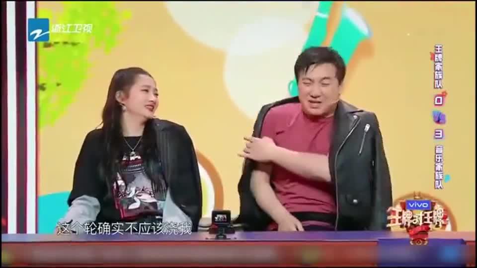 《王牌对王牌5》潘长江模仿沈腾拍桌子,吓得关晓彤不小心真拍了