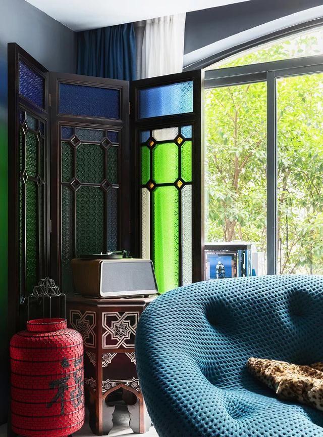 180㎡私宅,现代与古典碰撞出缤纷色彩家