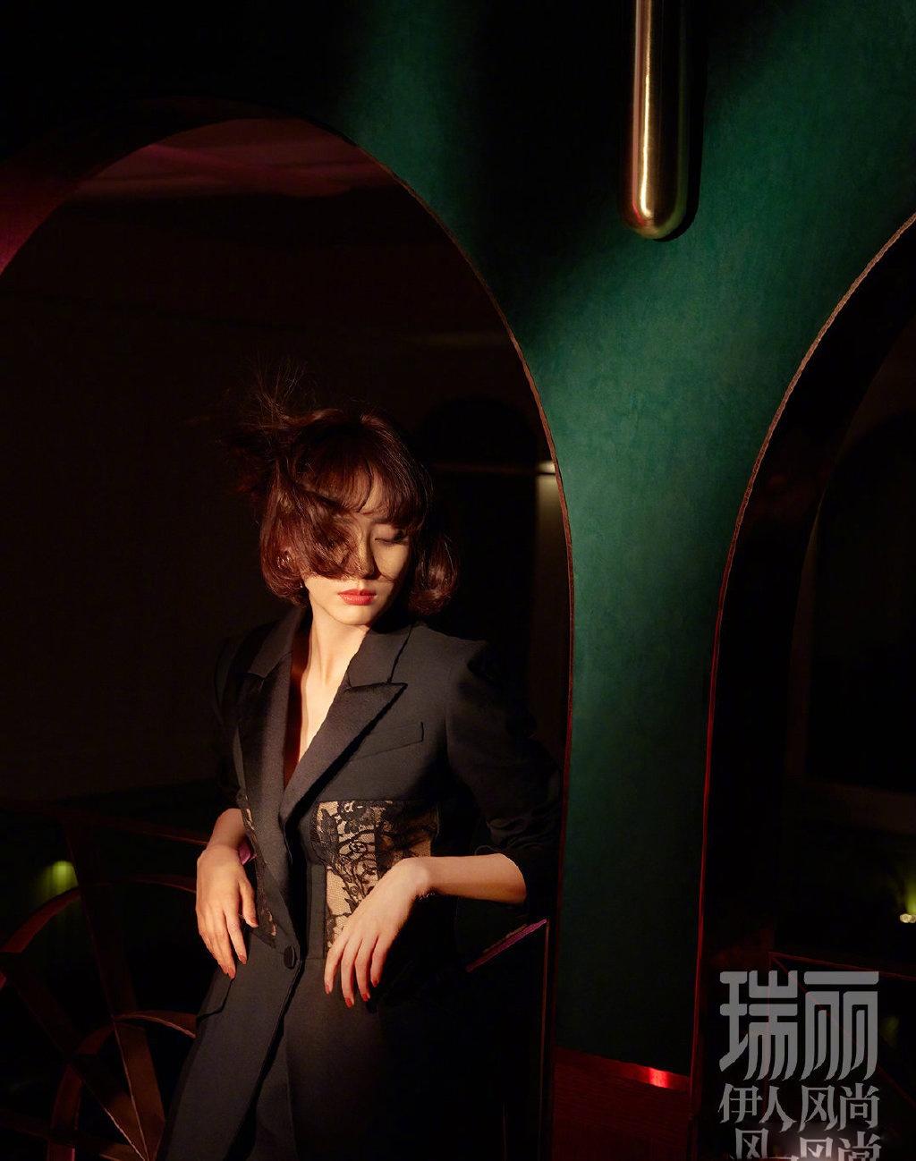 瑞丽伊人风尚7月刊佟丽娅封面大片,迷离的光影,尽显复古魅惑