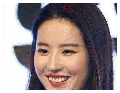 刘亦菲大笑照片流出,露出牙龈太丑,网友调侃:神仙姐姐也要矜持