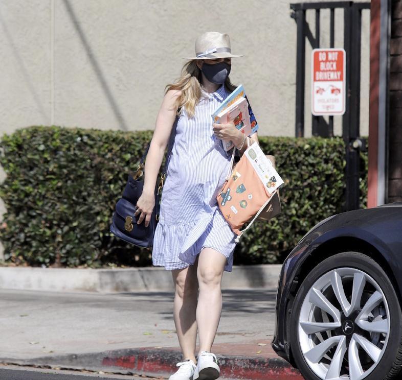 瑞秋·麦克亚当斯洛杉矶外出新街拍