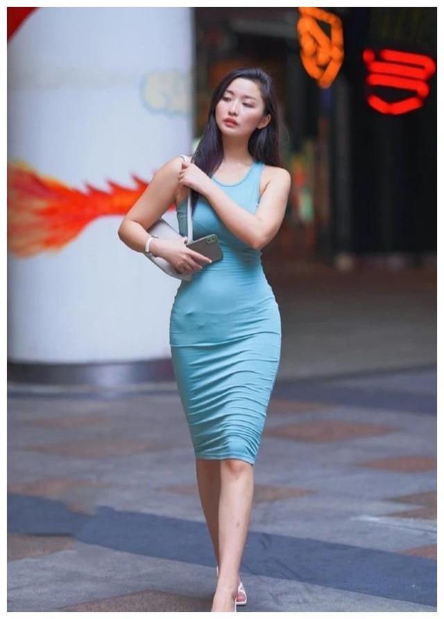 越有魅力的女性, 穿搭越是简单, 一件连衣裙就能解决问题