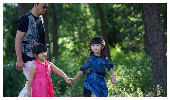11岁王诗龄路透照跟李湘发的差距太大,胖到没脖子,完全认不出