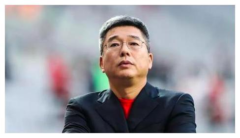范志毅刘建宏黄健翔添乱,64岁北大学者炮轰:国足不配和清华比较