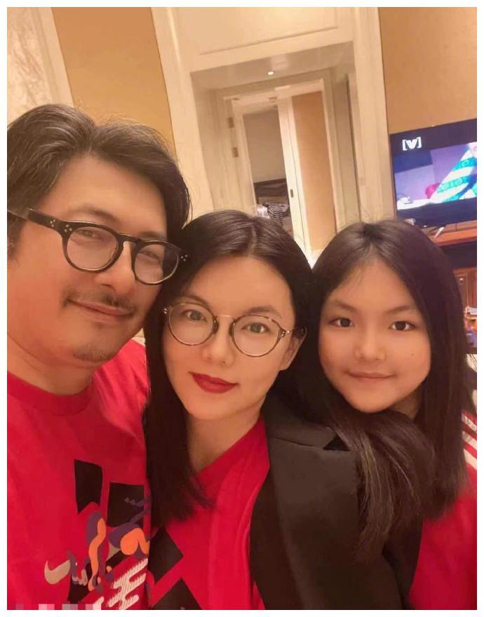11岁王诗龄路透照跟李湘发的差距太大,胖到没脖子,完全认不出来