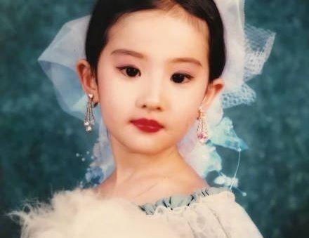 五位明星的童年照,刘亦菲从小就仙气十足,宋祖儿变化最小
