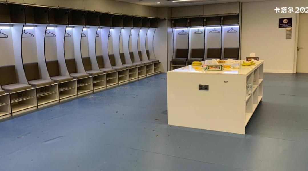 亚冠第三轮东京FC与申花赛后,申花球员把更衣室打扫干净