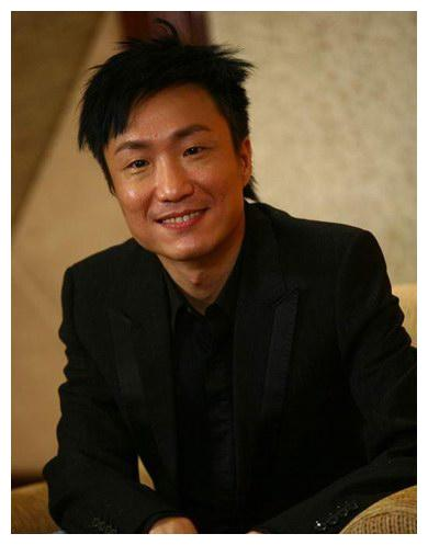 香港娱乐圈的郑中基,资源丰富却年轻任性,结婚生子后才担起责任