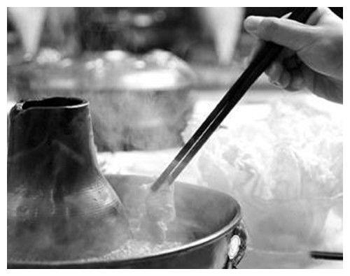 80年代,马未都和王朔吃涮羊肉,进门先来20斤,一筷子夹10片