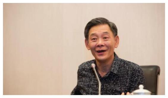 玩金条长大,住北京3环四合院,儿子年收入上亿,74岁他还在拍戏