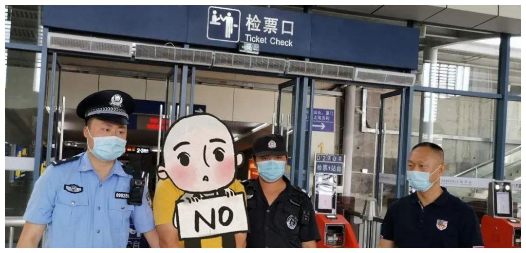 陆丰高铁站抓获制售假烟嫌疑人!