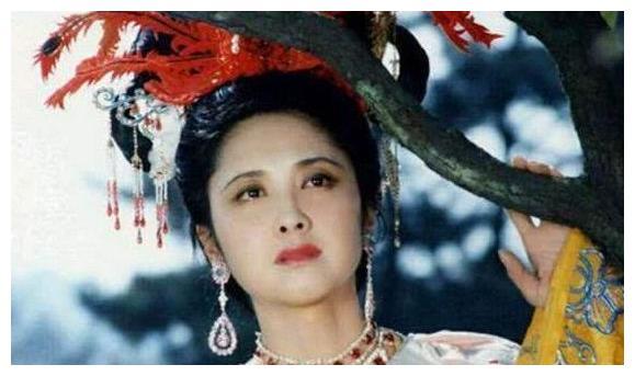 她是冯小刚女神,演了一次嫦娥便息影,退圈后的她捐献100所小学