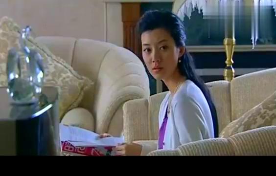老板妻子同学,来到豪宅找林雨馨,当着老板面说公司饭难吃
