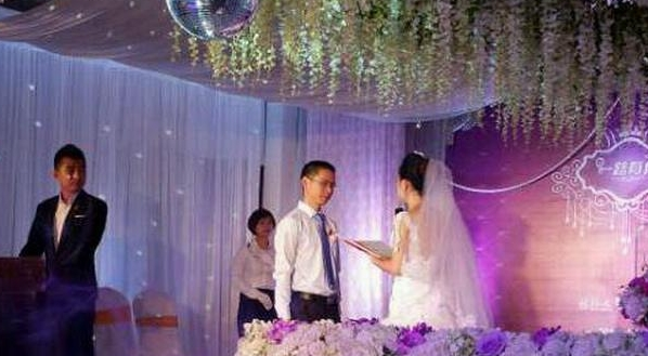 满怀期待的婚礼,还没结束,妈妈和婆婆的行为让我很失望!