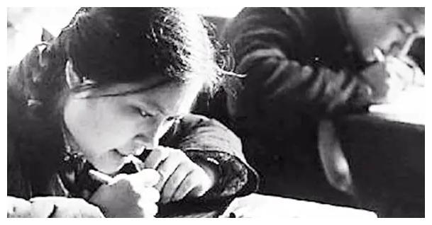 """1977年的高考试卷""""曝光"""",网友:试题太简单,我能上北大!"""