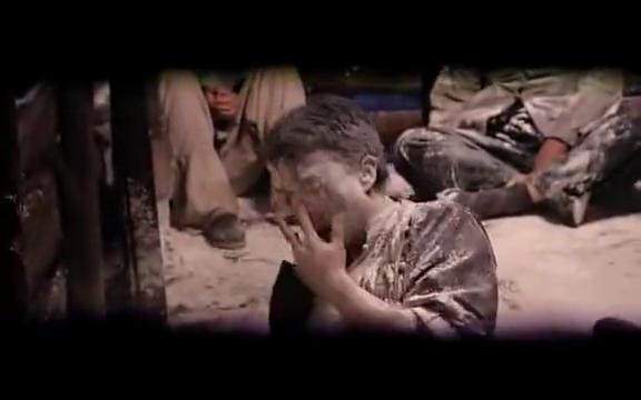 百年荣宝斋:鬼子把人中国人推进坑里,浇上汽油,要把他们烧死!