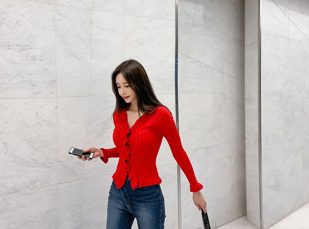 孙允珠时尚穿搭:东方洋红曼叶波浪螺纹衫写真