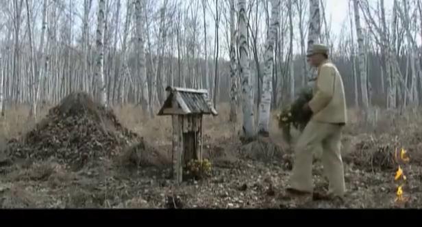 副营长对不起自己的兄弟,独自一人来上坟,营长在背地里袒护他