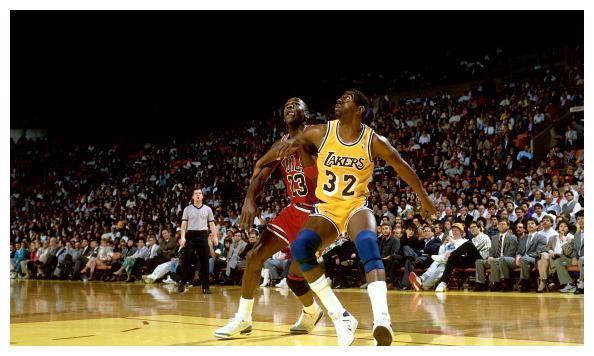 前NBA球星尼克.杨在就詹姆斯与迈克尔.乔丹谁是前史最佳的问题上给出了自己的答案