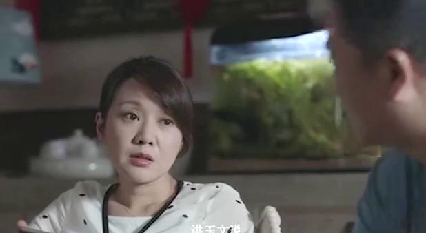 高考前一晚,王胜男在酒店翻来覆去地睡不着觉,比林妙妙焦虑许多