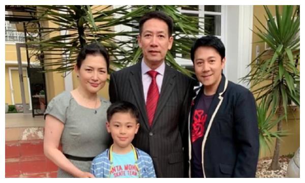54岁蔡国庆与圈外美女隐婚生子,如今54岁已是人生赢家