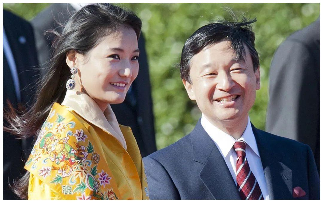 不丹王后见美智子皇后,一张迷妹脸写满崇拜,细心观察绝代美人!