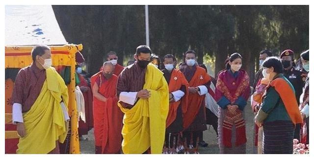 不丹王室齐亮相!王后换发型扎马尾好动人,不丹王母和公主抢风头