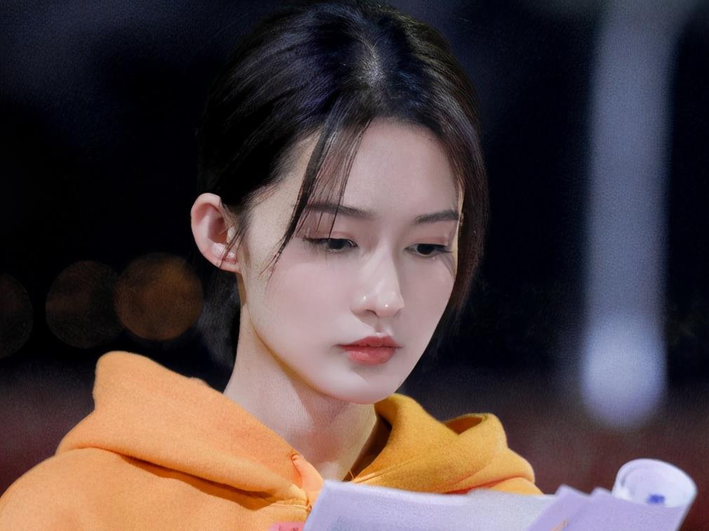 《亲爱的戎装》终于定档,黄景瑜李沁合体撒糖,播出时间暗藏玄机