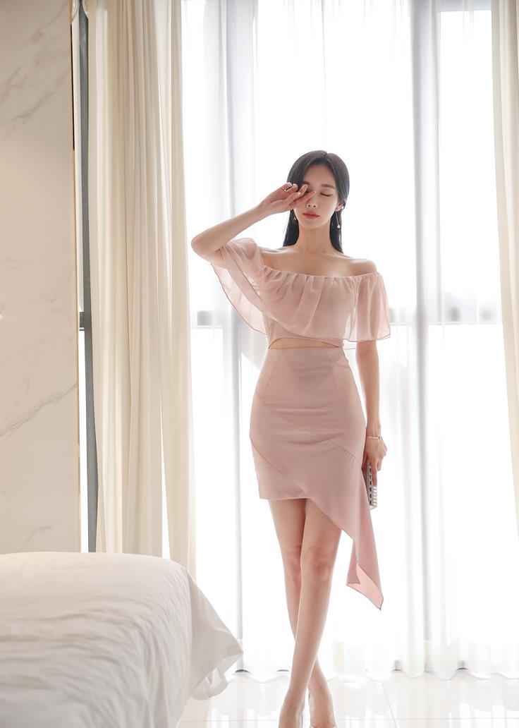 孙允珠高清美图:淡水微甜彩虹霓色莲荷雪纺裙